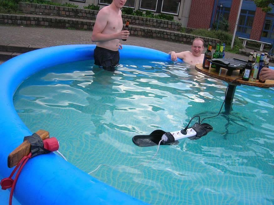 prostii_in_piscina