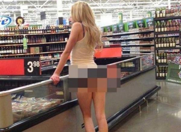 fata la magazin