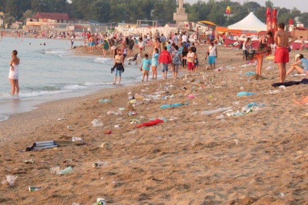 gunoi pe plaja1