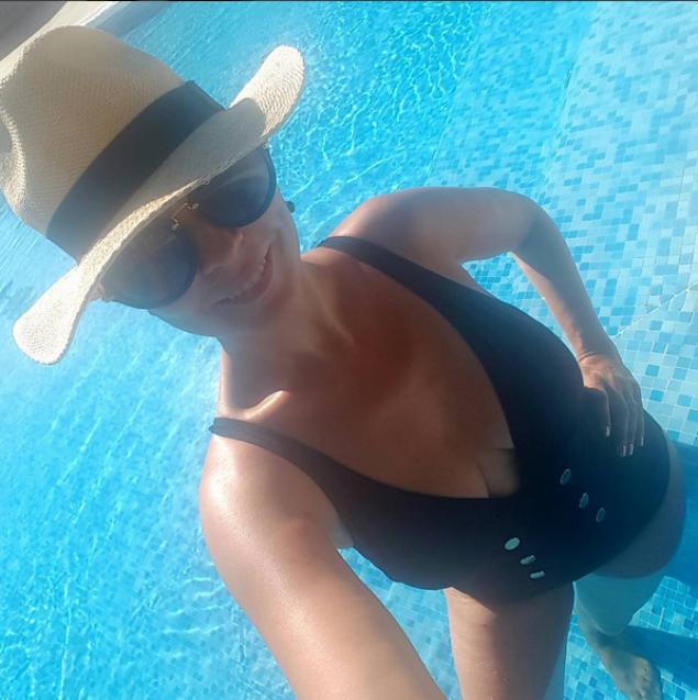andreea_marin_piscina2.png