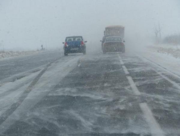 ninsoare pe autostrada