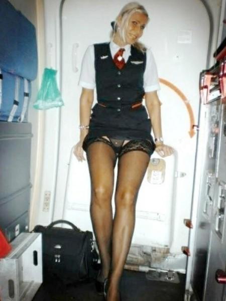 in_avion_stewardesa2